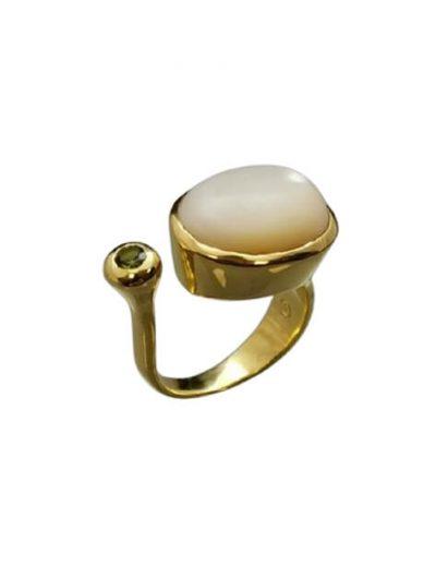 Επίχρυσο ανοιχτό δαχτυλίδι με ημιπολύτιμες πέτρες